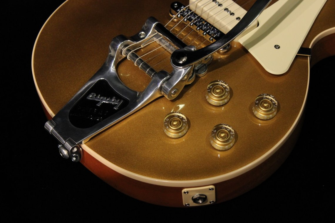 Gretsch Acoustic Guitars >> Gibson Les Paul Traditional P-90 Bigsby Goldtop (SN: 103740320) | Gino Guitars