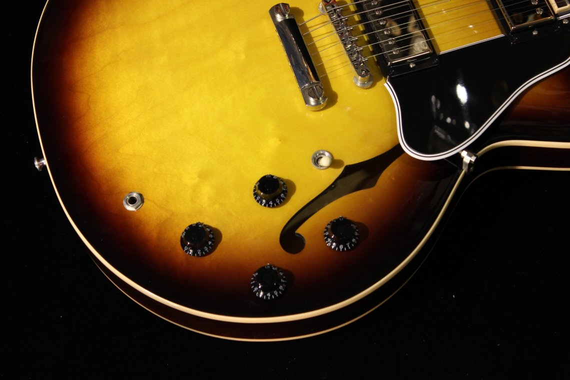 Gibson Memphis Es 335 Dot Vintage Sunburst Sn 10471723 Gino Guitars Two Tone Controls Typical For Les Paul Sg And Many Other Gibsons Vs